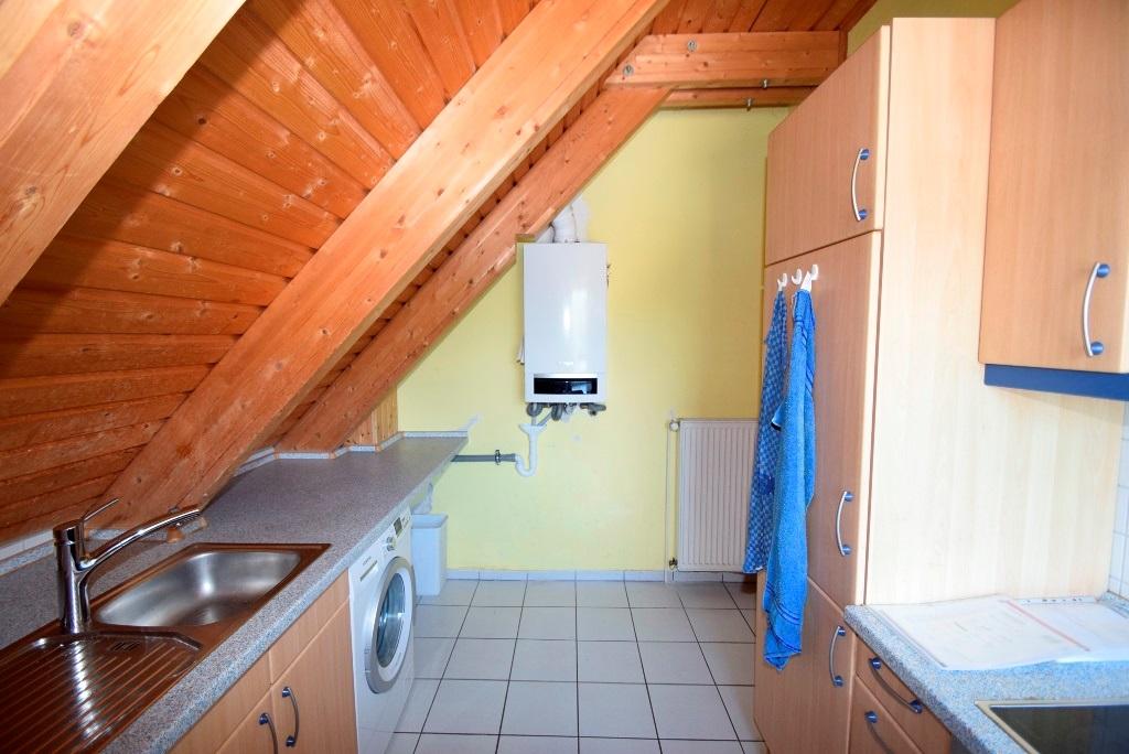 11. Einbauküche mit Kühlschrank, Spüle, Backofen mit Cerandeld, Umlufthaube+Waschmaschinenanschluss