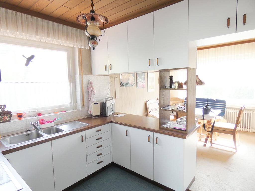 Einbauküche mit Esszimmer
