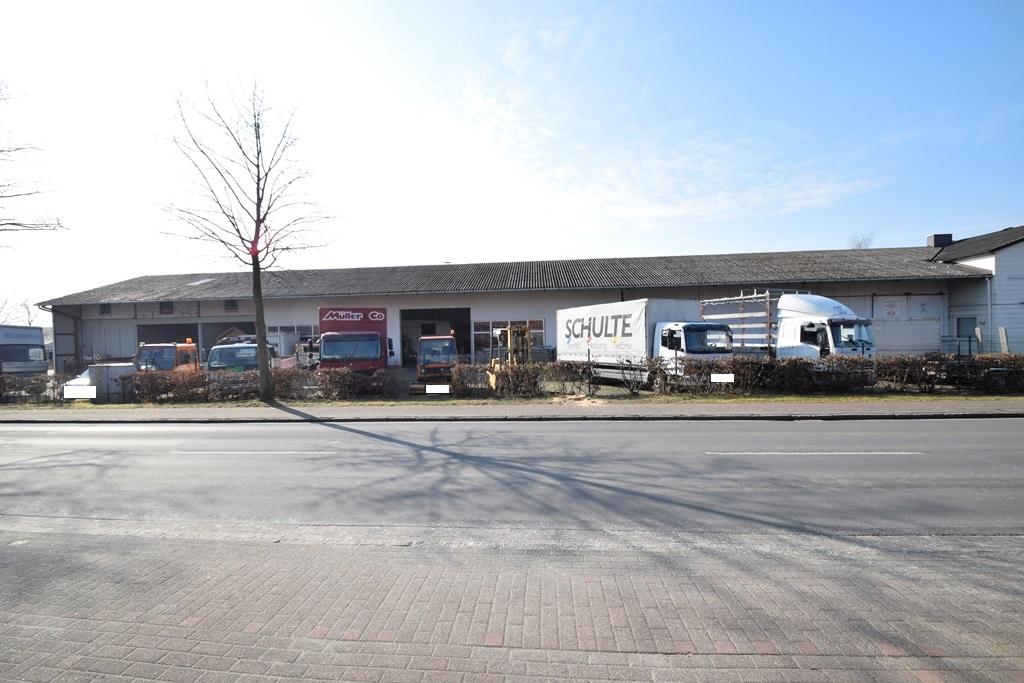 LKW Stellplätze mit mehreren Hallentoren