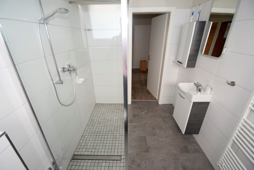Barrierefreie Dusche mit Glaselementen