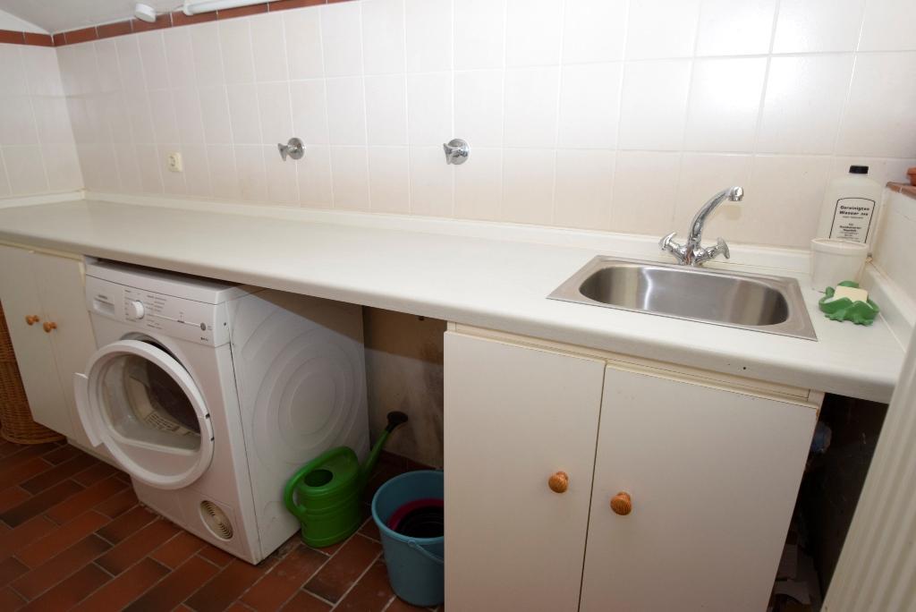 HWR mit Waschmaschinen - und Trockneranschluss + Spüle