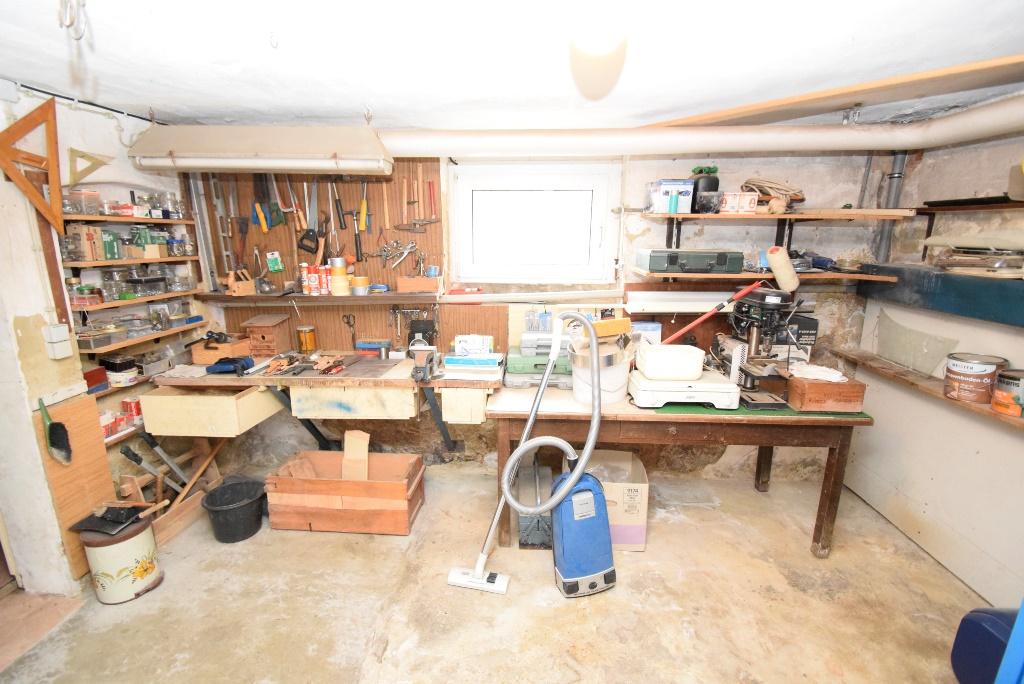 Werkzeugkeller mit Werkbank