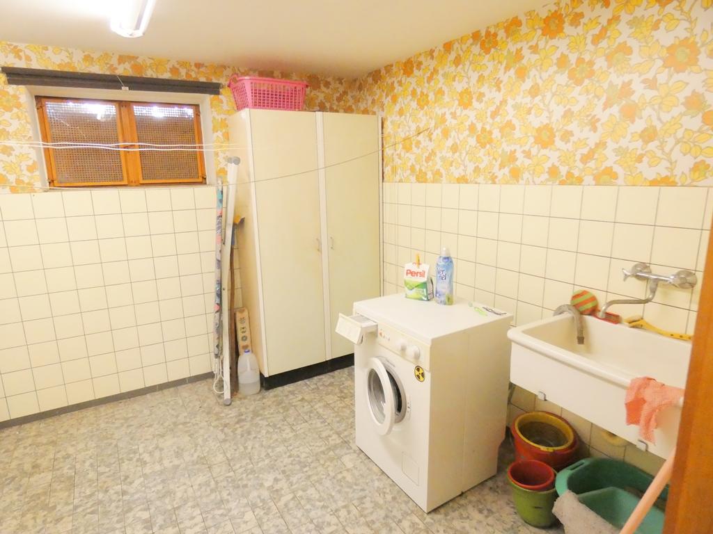 Waschkeller mit Waschmaschinenanschluss