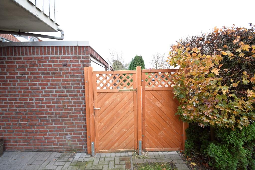 15. Neuer Zaun mit Gartentor