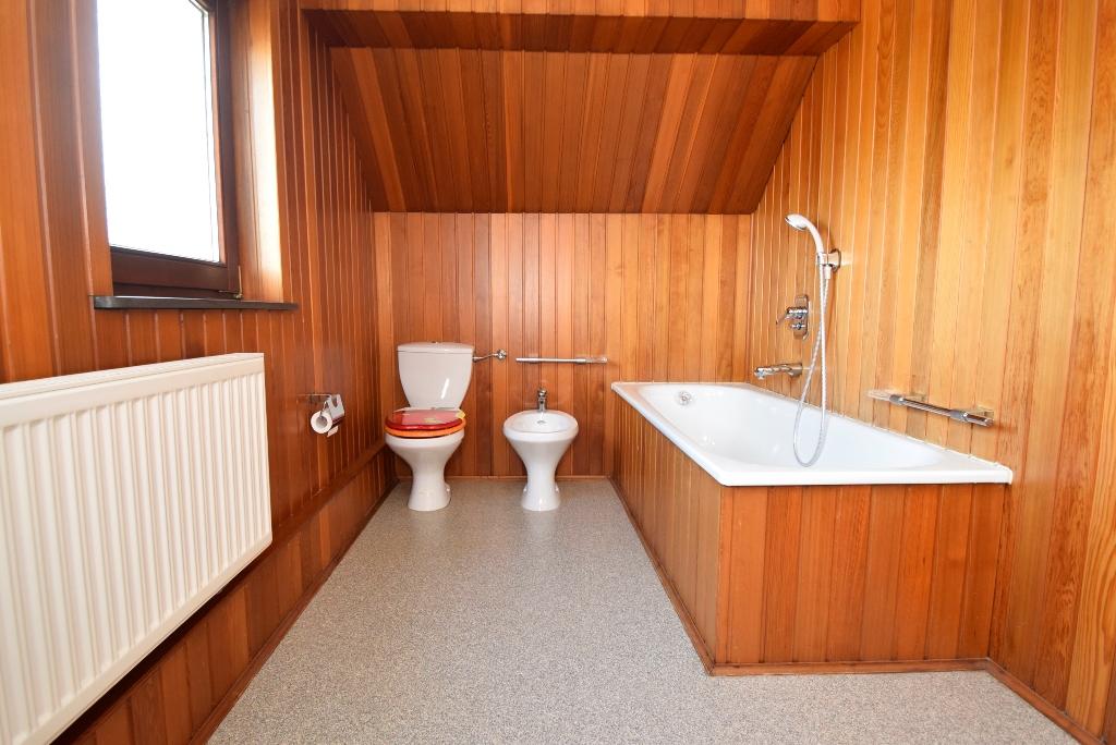 Badezimmer im Dachgeschoß