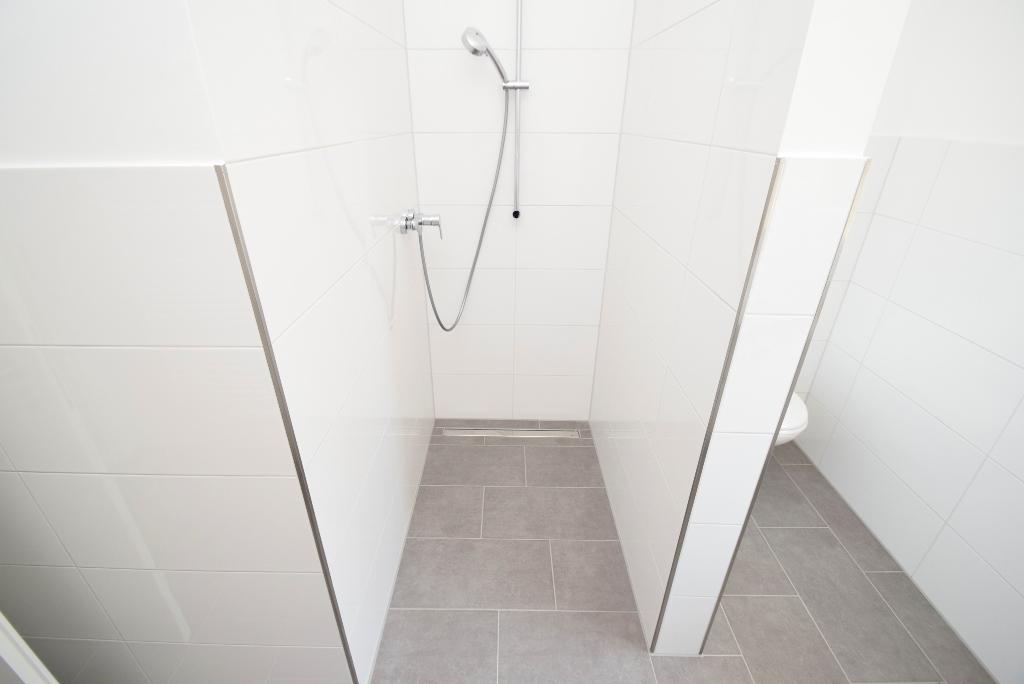 ...ebenerdiger Dusche