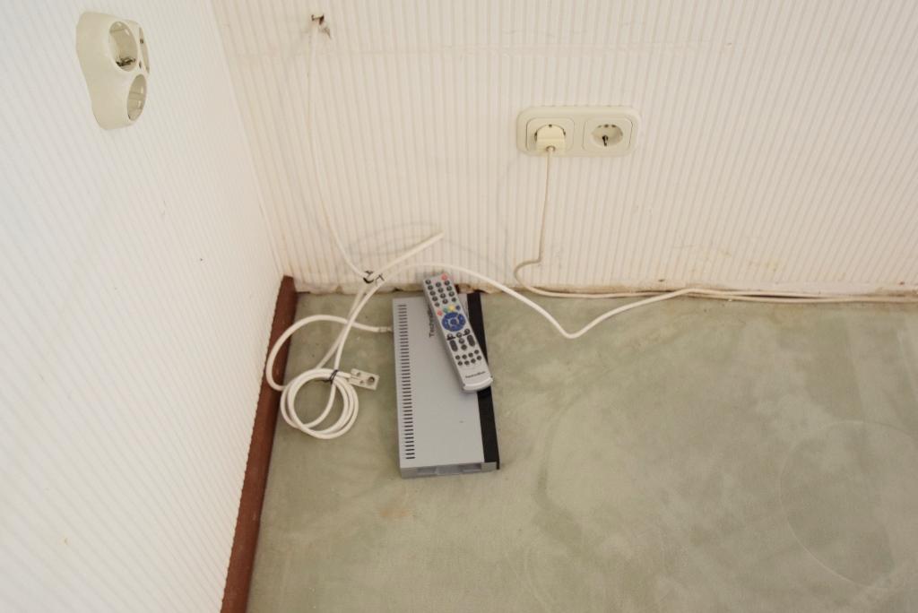 Receiver für den Empfang über Satellit im Wohnzimmer