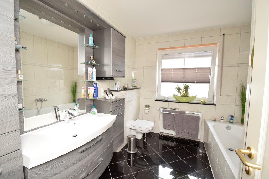 25. Modernes Badezimmer