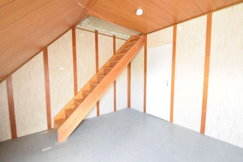 Holztreppe auf den Spitzboden