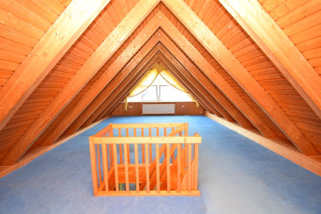 20. ausgebautes Dachgeschoß mit Treppenaufgang