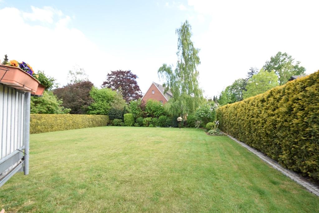 5. Blick in den gepflegten Garten
