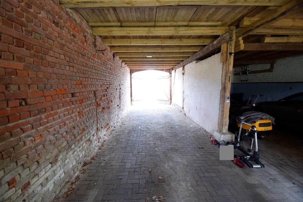 Garage mit Durchfahrtmöglichkeit (2 Tore)