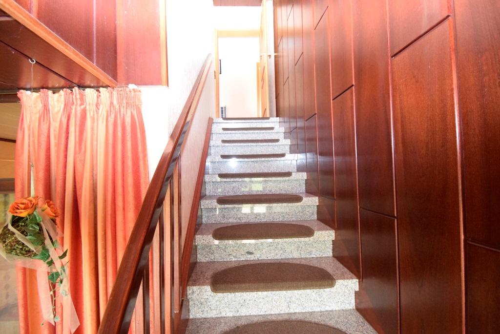 29. Treppenaufgang zur OG Wohnung