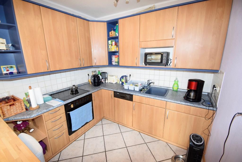 8. Einbauküche mit vielen elektrischen Geräten