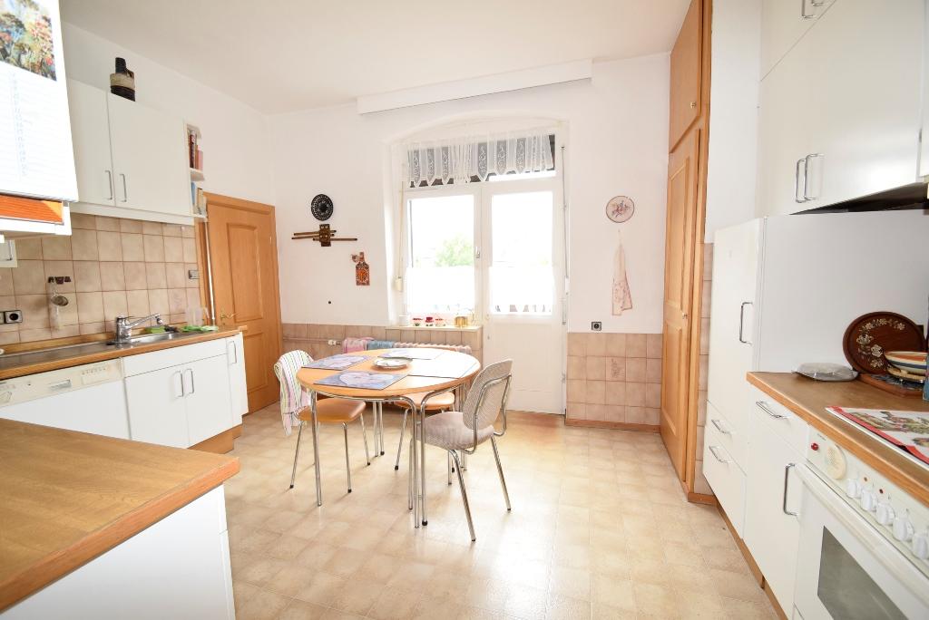 Blick in die Küche mit Balkontür