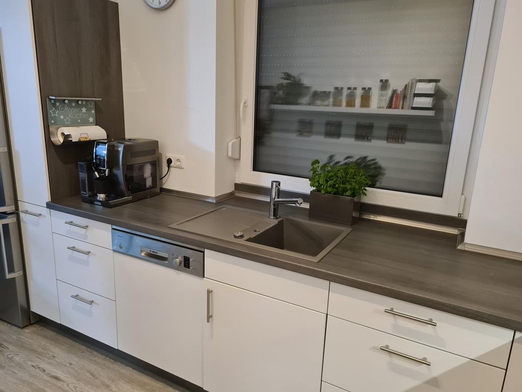 Küchenansicht mit entnehmbarem Wasserhahn