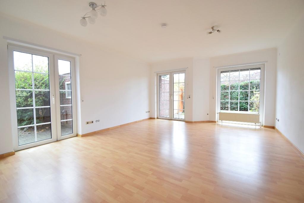 9. Wohnzimmer mit ebenerdigem Terrassenzugang