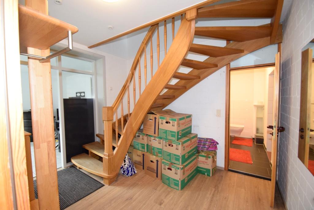 Holztreppe zur OG Wohnung