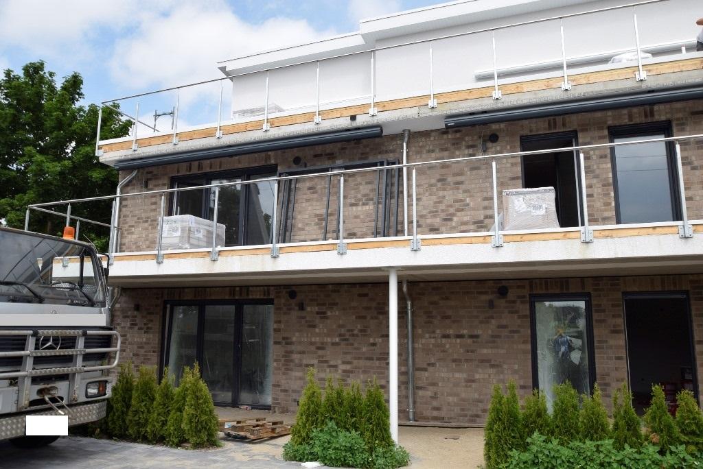 Blick auf Terrassen, Balkone und Dachterrassen