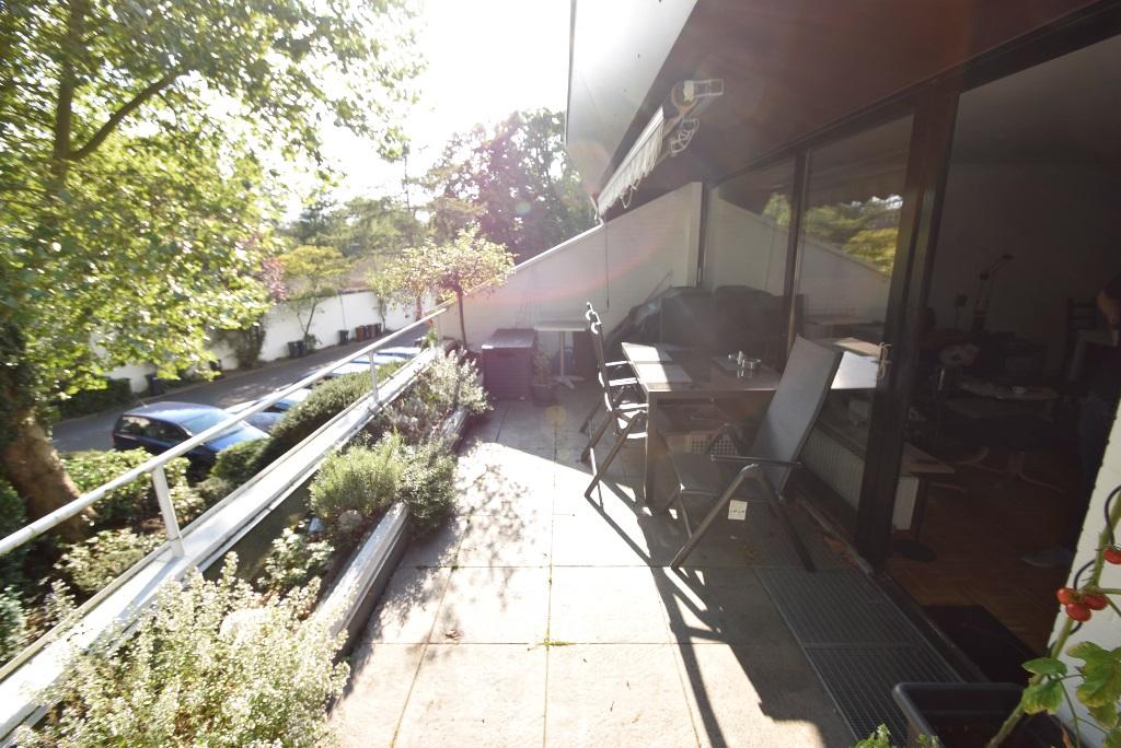 24. Balkon mit Möbeln