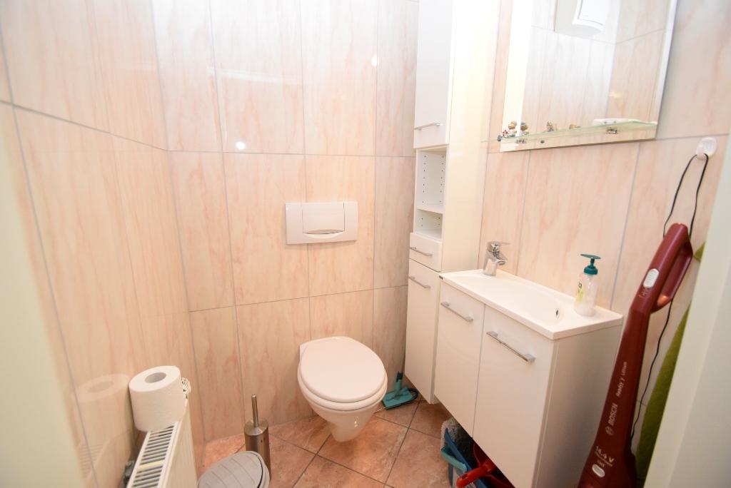 27. Separates Gäste-WC
