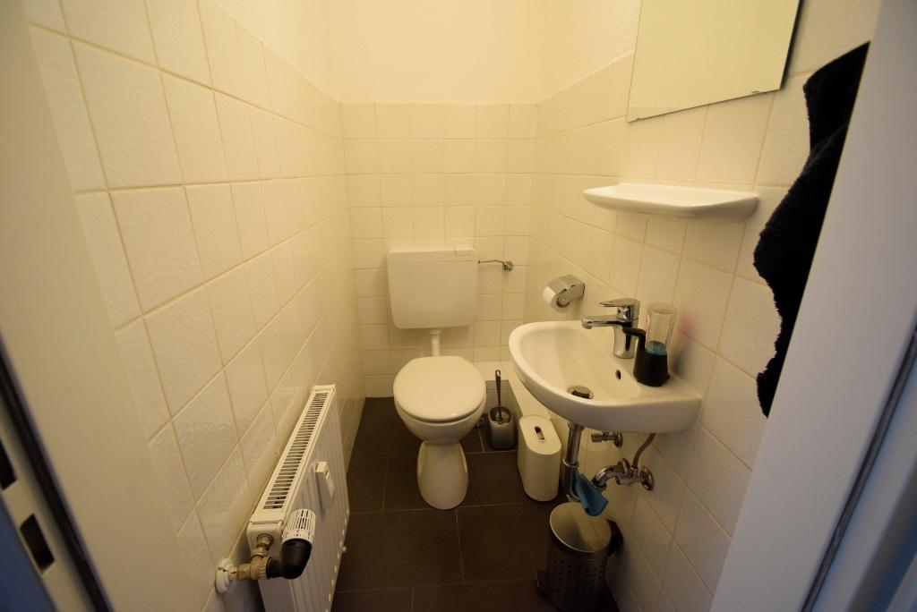 16. Separates WC
