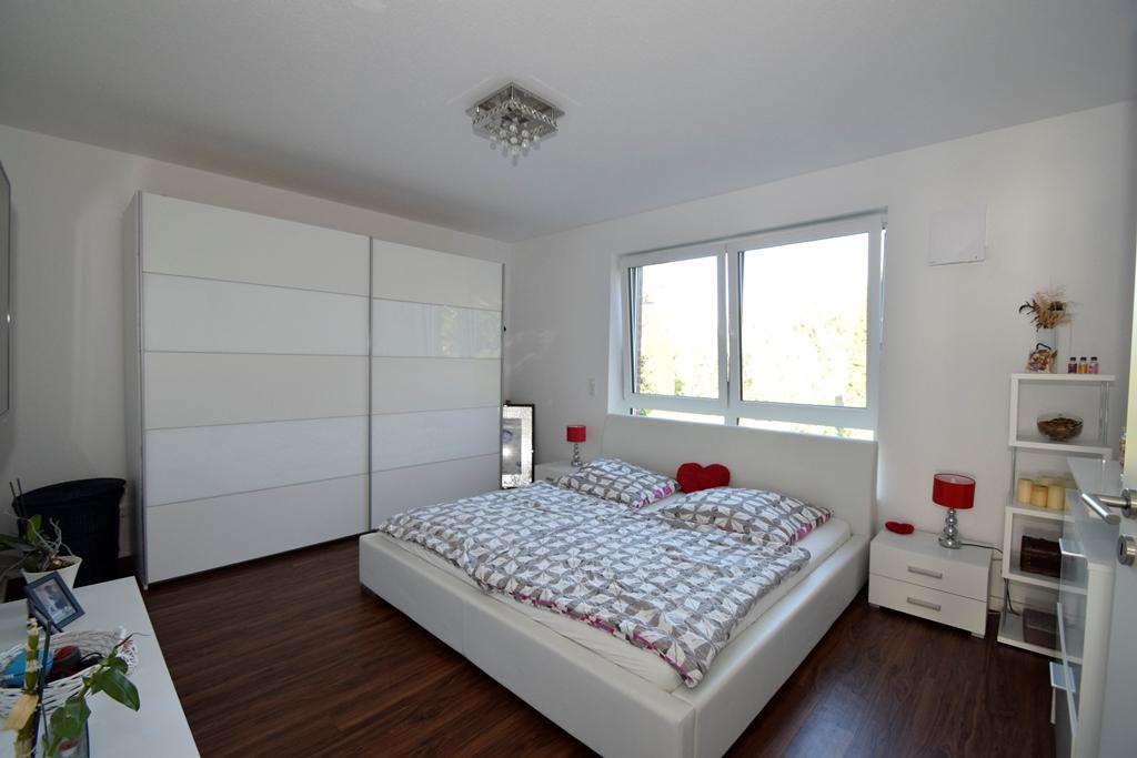 Schlafzimmer mit Fernsehanschluss