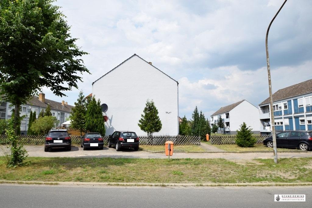 4. Parkplätze direkt vor dem Haus