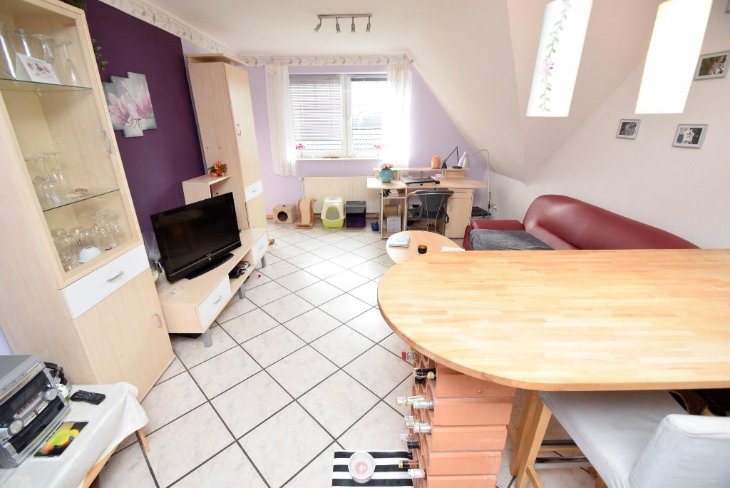6. Blick von der Küche ins Wohnzimmer