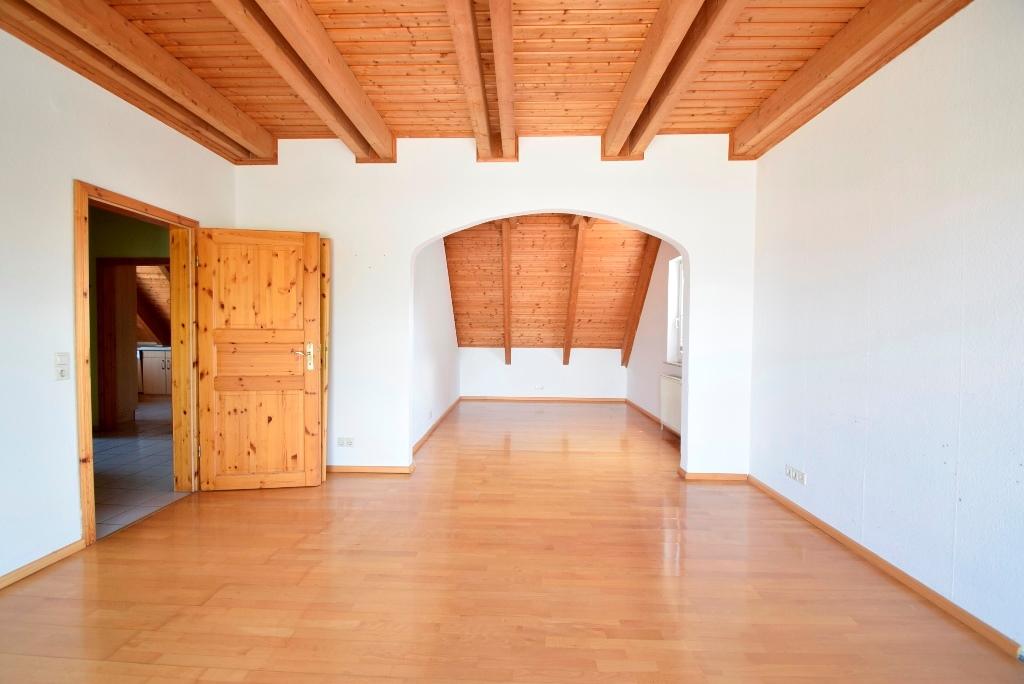 13. Geräumiges Wohnzimmer