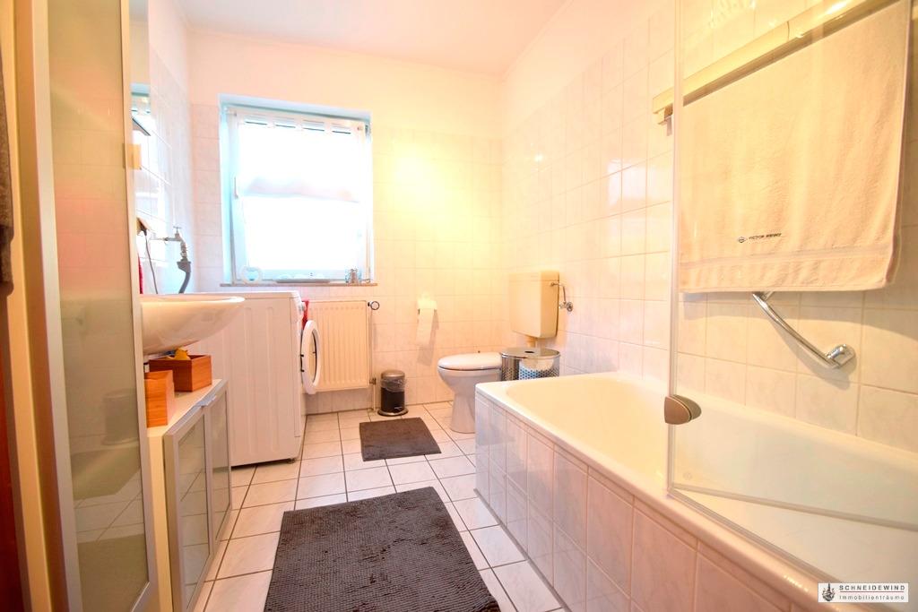Badezimmer mit Waschmaschinenanschluss