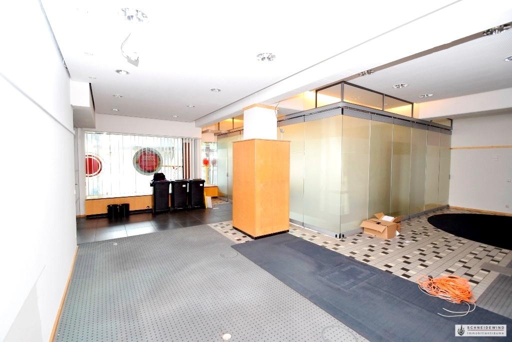 Bürofläche mit Glastrennwand