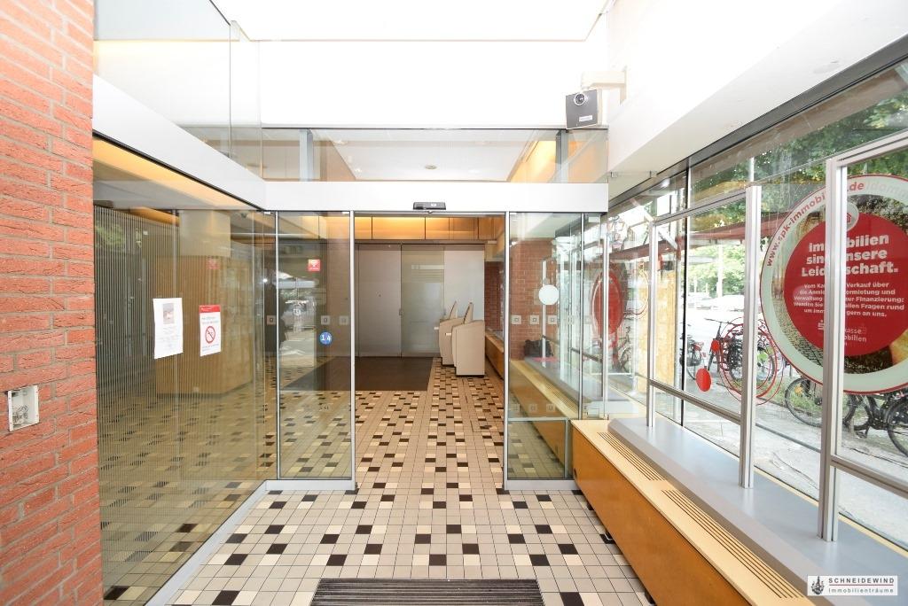 Eingangsbereich mit Schalterhalle