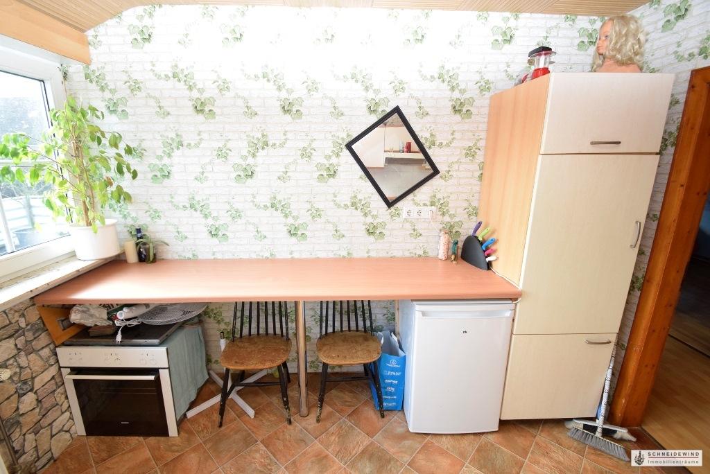 Arbeitsplatte mit Kühlschrank und neuem Backofen mit Ceranfeld.JPG