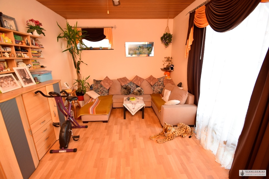 Blick ins Wohnzimmer.JPG