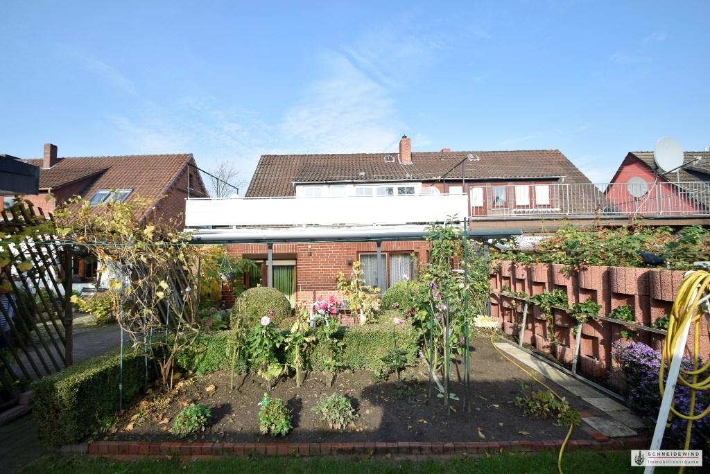 Blick vom Garten zum Wohnhaus.JPG