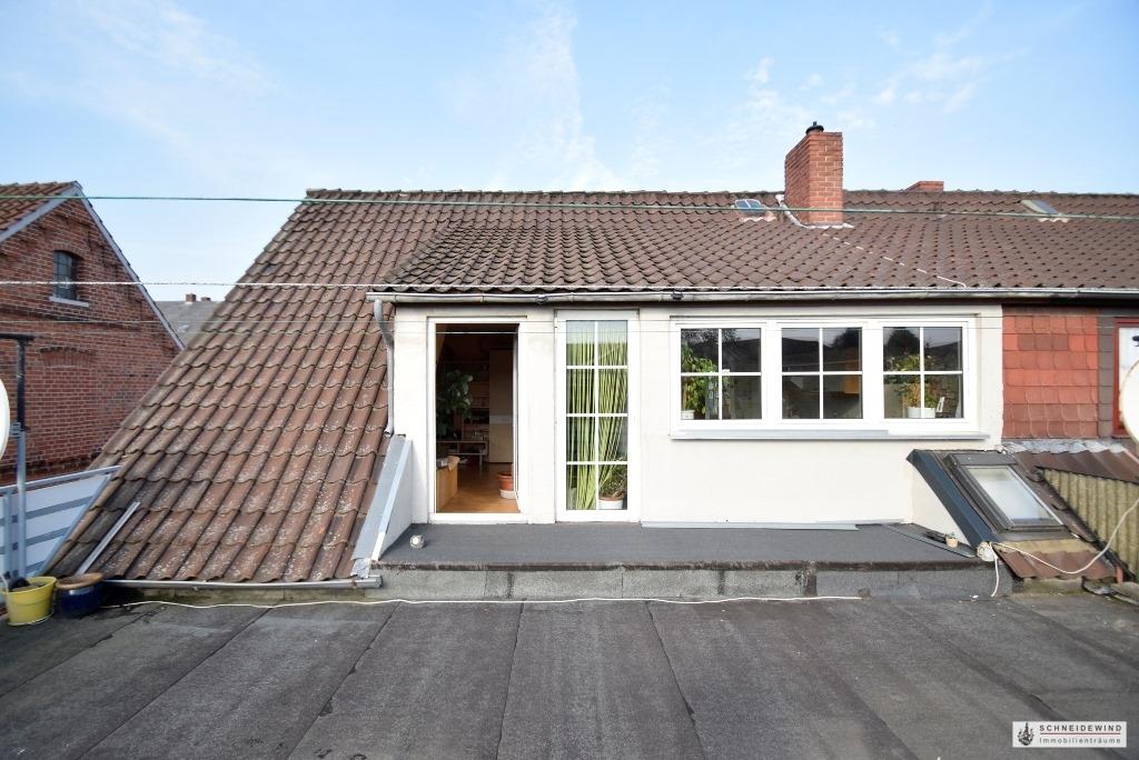 Dachterrasse mit Wohnzimmertür.JPG