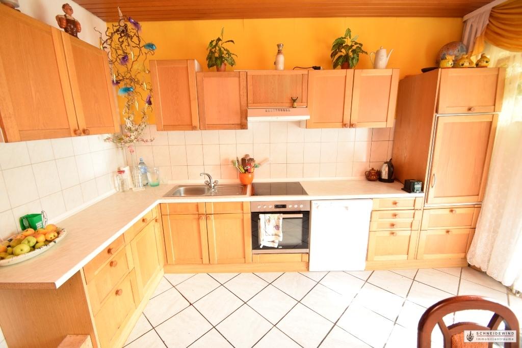Einbauküche mit elektrischen Geräten.JPG
