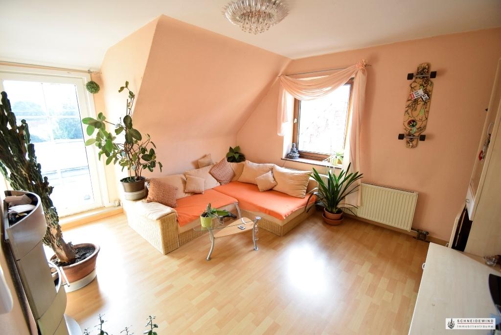 Gemütliches Wohnzimmer im OG mit Ausgang zur Dachterrasse.JPG