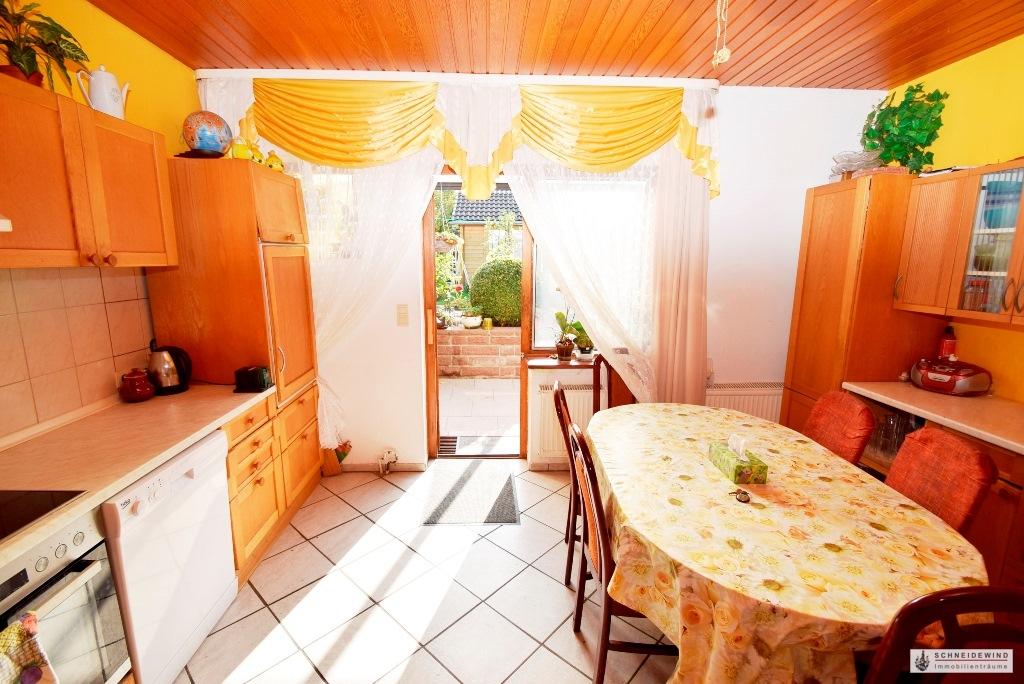 Küche mit Terrassentür.JPG