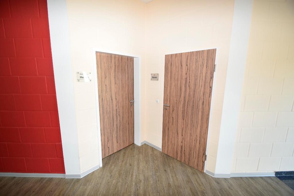 Herrenumkleide und Toilette