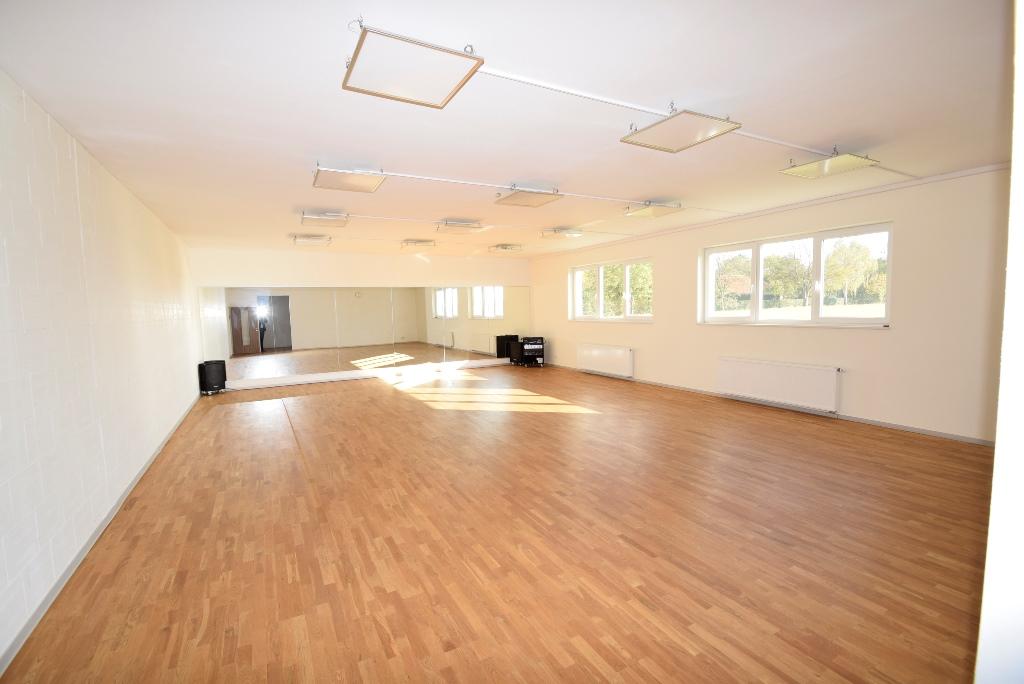 Sportraum mit Schwingboden auch als Balettsaal geeignet