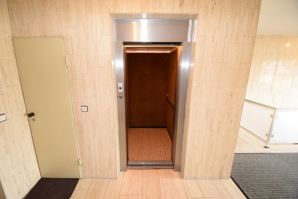 Fahrstuhl direkt vor dem Büro