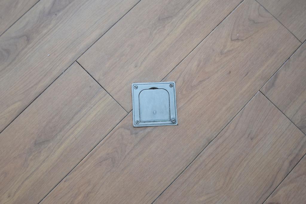 Fußbodentank mitten im Raum