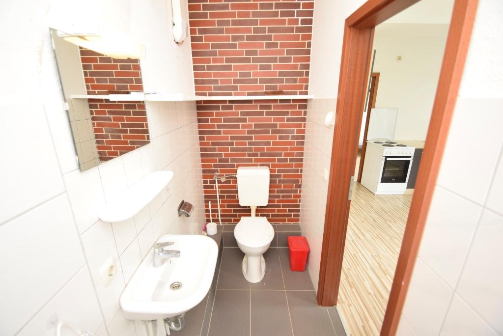 Bad mit Toilette im EG links