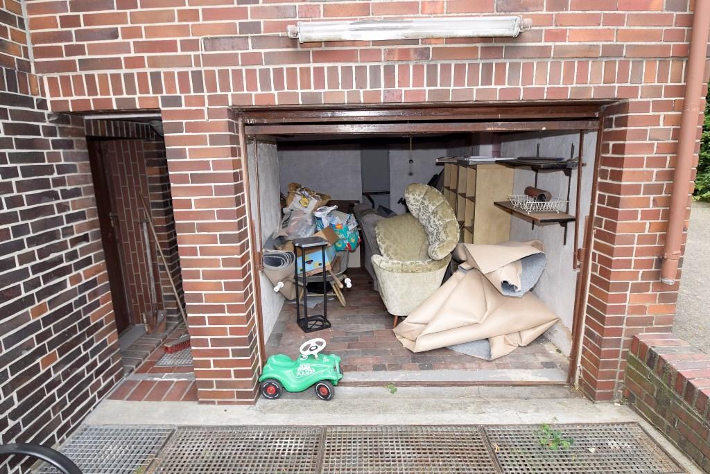 Garage im Haus mit Kellerseiteneingang