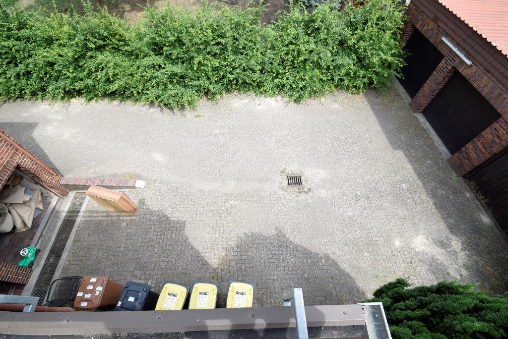 Hoffläche mit weiterer Garage
