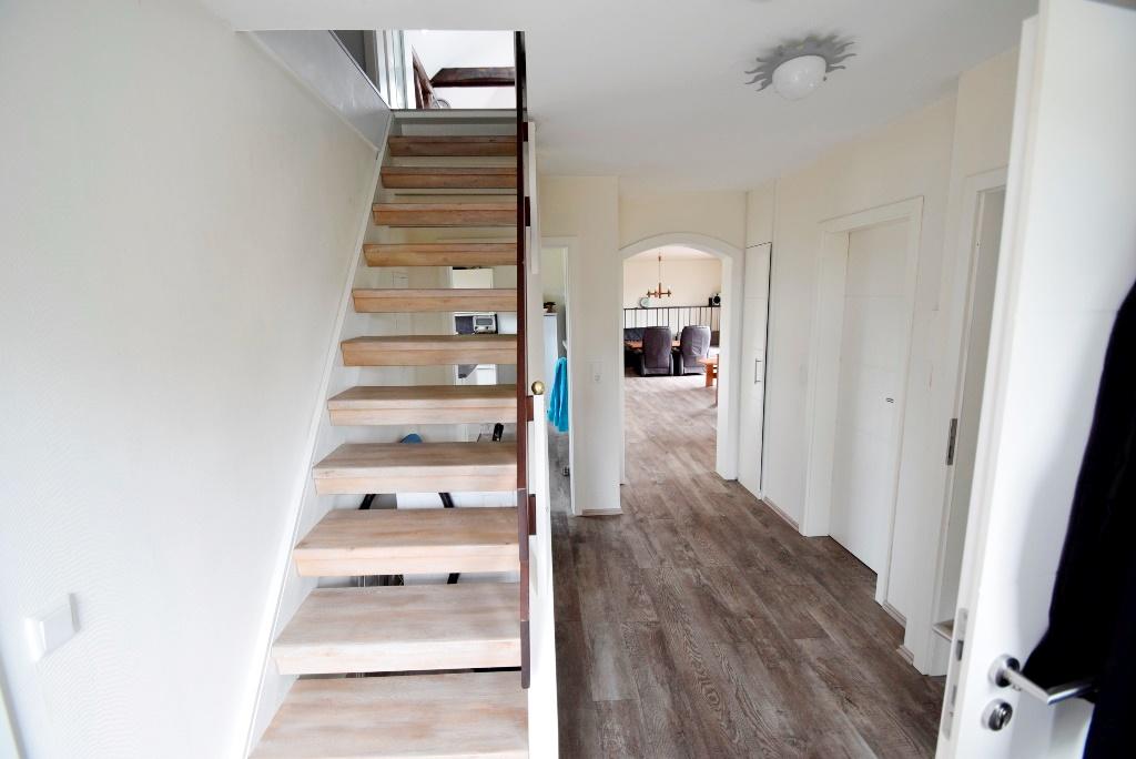 OG Wohnung mit Treppenaufgang