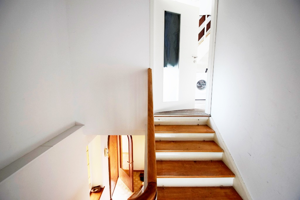 Treppenaufgang zur OG Wohnung
