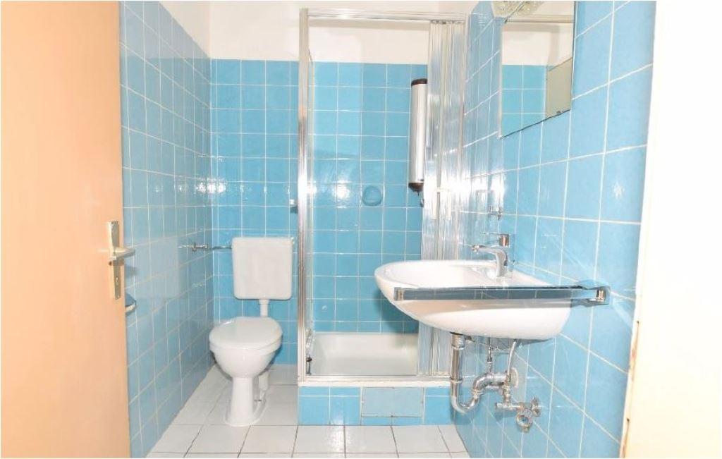 Toilette mit Dusche 3,45 m²